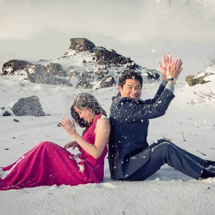 The perfect wedding photos in a snowstorm